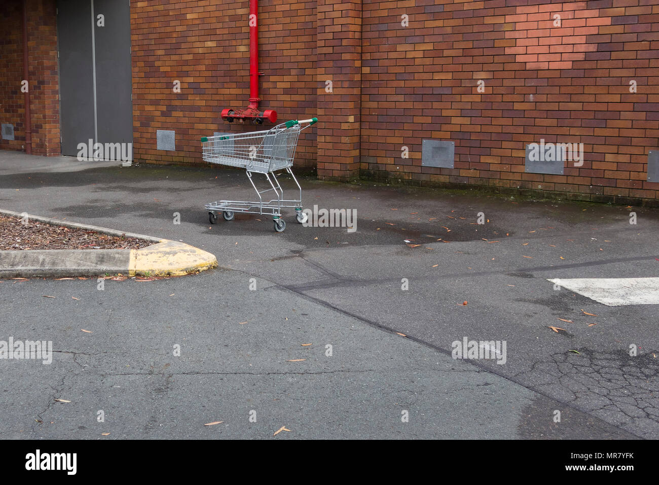 Shopping cart found abandoned in carpark - Stock Image