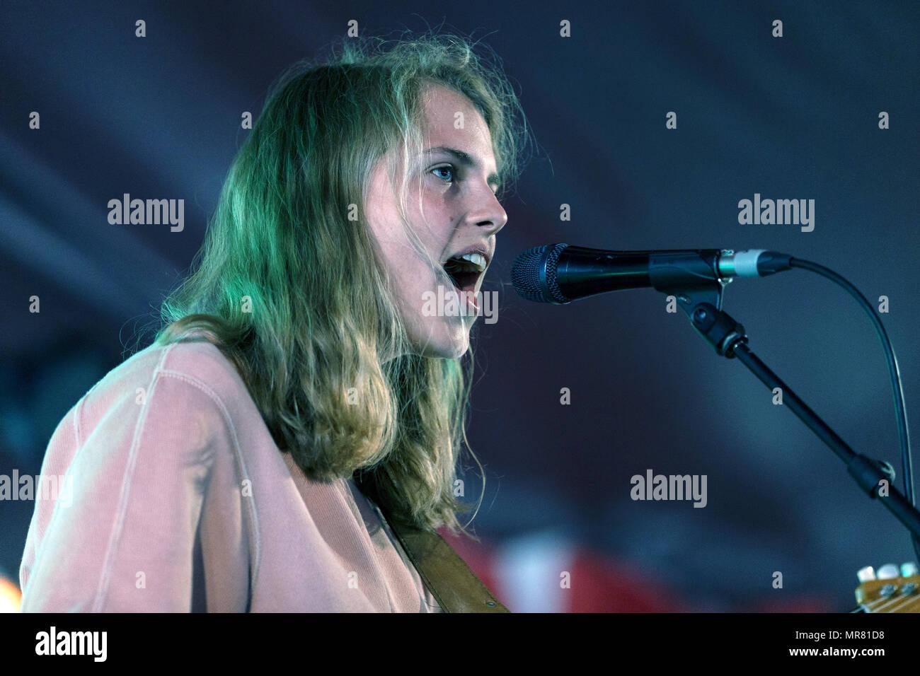 Marika Hackman performing live at Latitude Festival. Marika Hackman live, Marika Hackman onstage, Marika Hackman in concert. - Stock Image