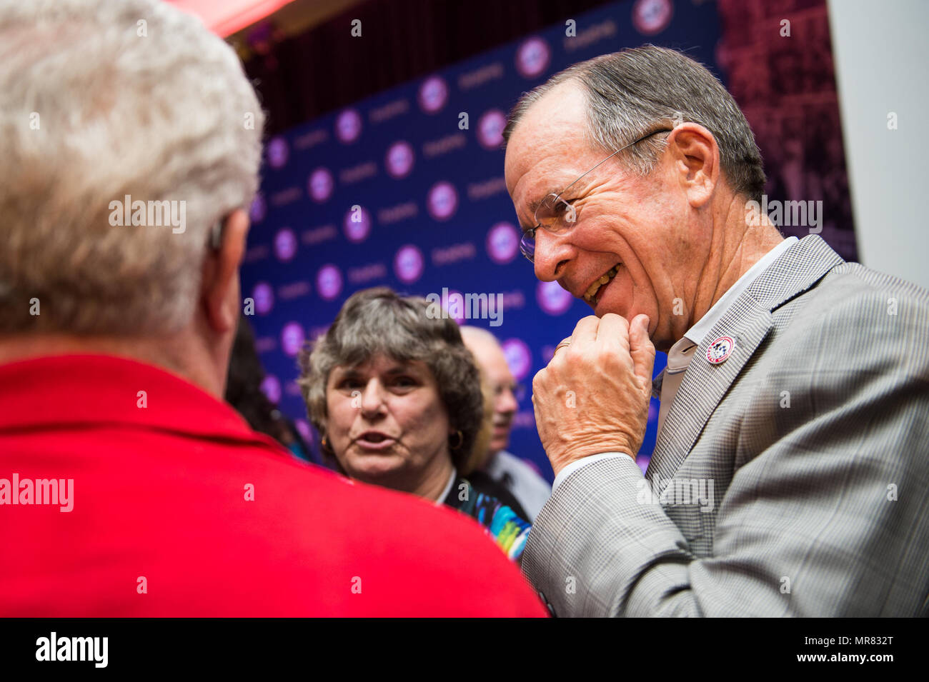 Retired U.S. Navy Adm. Mike Mullen, former Chairman of the Joint Chiefs of Staff and Honorary TAPS Board member,meets surviving family members after the Tragedy Assistance Program for Survivors (TAPS) Grand Banquet at the 23rd TAPS National Military Survivor Seminar and Good Grief Camp in Arlington, Va., May 27, 2017. TAPS brings surviving family members together at the nation's capital during Memorial Day weekend to participate in seminars, workshops, and activities that support and honor their sacrifice. (DoD Photo by U.S. Army Sgt. James K. McCann) - Stock Image