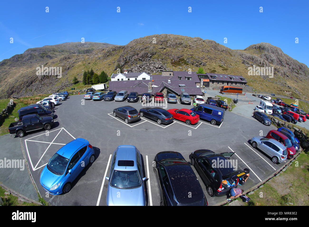 Pen-Y-Pass Car Park at the start of some of Snowdons routes to the summit. - Stock Image
