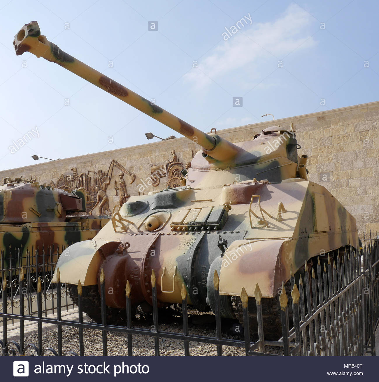 75 mm gun, Sherman Tank saw service with the Egyptian Army in  the 1956 Suez War and 1967 Six Day War. - Stock Image