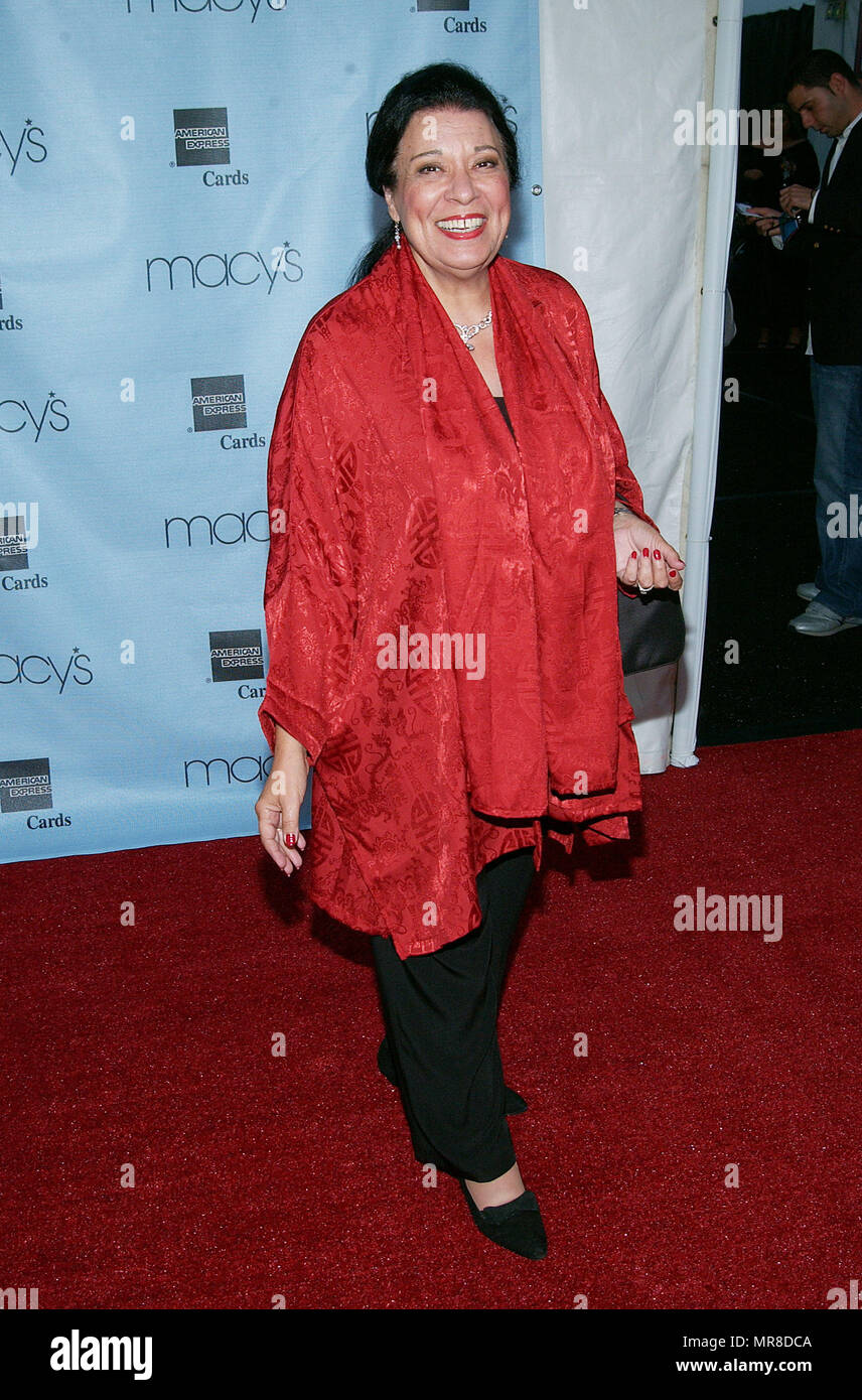 Shelley Morrison arriving at the 20th Macy's and American Express Anniversary Gala at the Barker Hangar in Santa Monica Los Angeles. September 28, 2002.MorrisonShelley_Will&Gr060 Red Carpet Event, Vertical, USA, Film Industry, Celebrities,  Photography, Bestof, Arts Culture and Entertainment, Topix Celebrities fashion /  Vertical, Best of, Event in Hollywood Life - California,  Red Carpet and backstage, USA, Film Industry, Celebrities,  movie celebrities, TV celebrities, Music celebrities, Photography, Bestof, Arts Culture and Entertainment,  Topix, vertical, one person,, from the year , 2002, - Stock Image