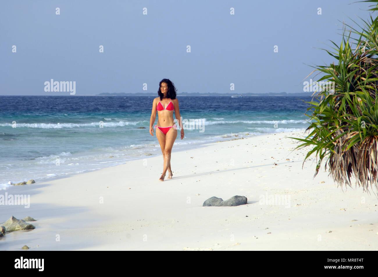 Maldives, beach walk | Malediven, Strandspaziergang - Stock Image