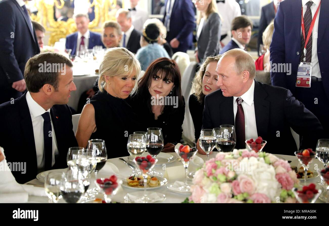 St. Petersburg, Russia, 25 May 2018. Russian President Vladimir Putin, right, chats with French President Emmanuel Macron, left, and Brigitte Macron during the Stars of the White Nights Gala at Tsarskoe Selo May 25, 2018 outside St. Petersburg, Russia.    (Russian Presidency via Planetpix) Credit: Planetpix/Alamy Live News - Stock Image