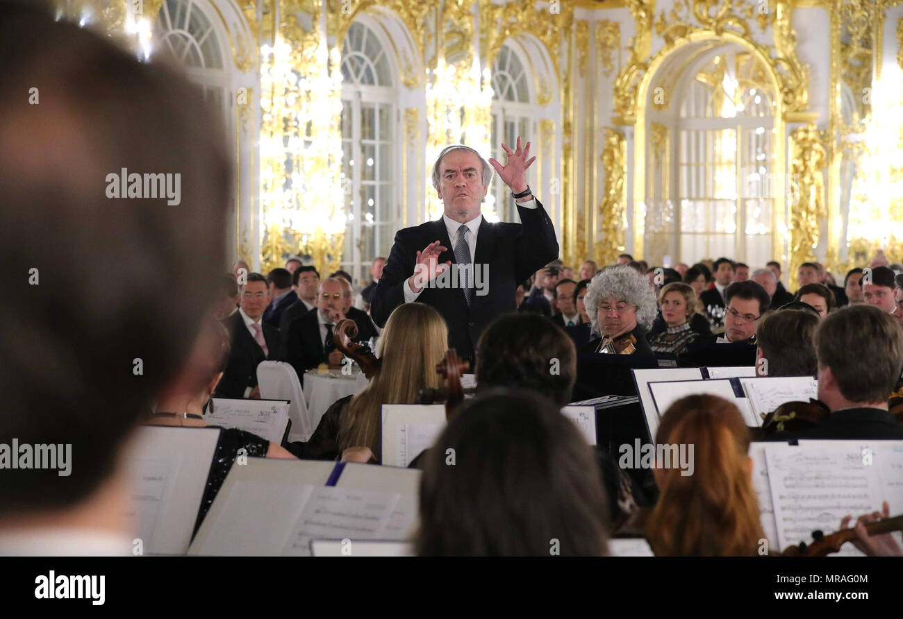 St. Petersburg, Russia, 25 May 2018. Artistic director of the Mariinsky Theater, Valery Gergiev, center, conducts during the Stars of the White Nights Gala at Tsarskoe Selo May 25, 2018 outside St. Petersburg, Russia.    (Russian Presidency via Planetpix) Credit: Planetpix/Alamy Live News - Stock Image
