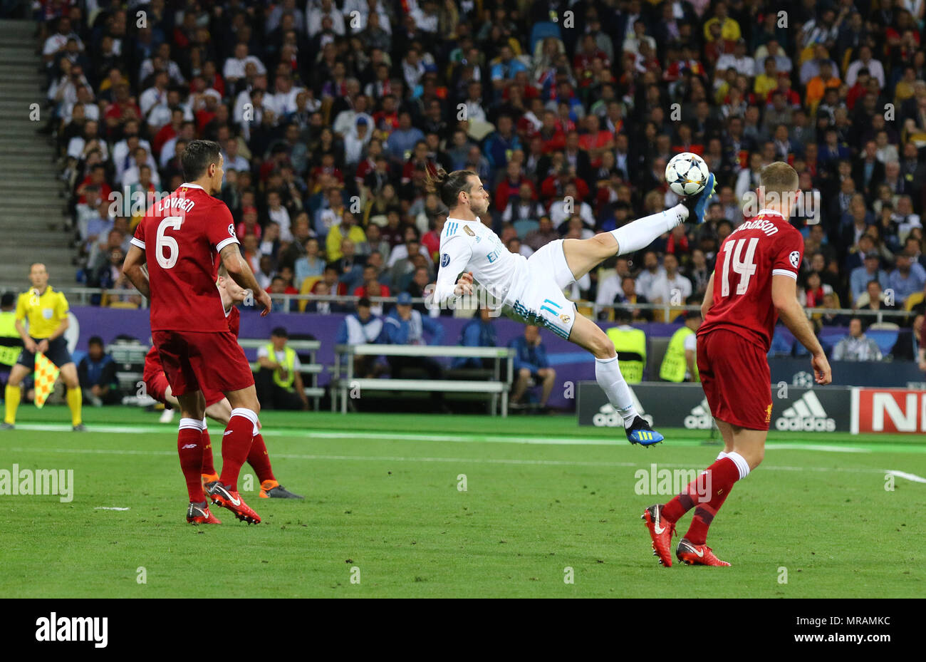 Kiev, Ukraine. 26th May, 2018. Gareth Bale of Real Madrid scores a 2nd goal during the UEFA Champions League Final 2018 game against Liverpool at NSC Olimpiyskiy Stadium in Kyiv, Ukraine. Credit: Oleksandr Prykhodko/Alamy Live News Stock Photo