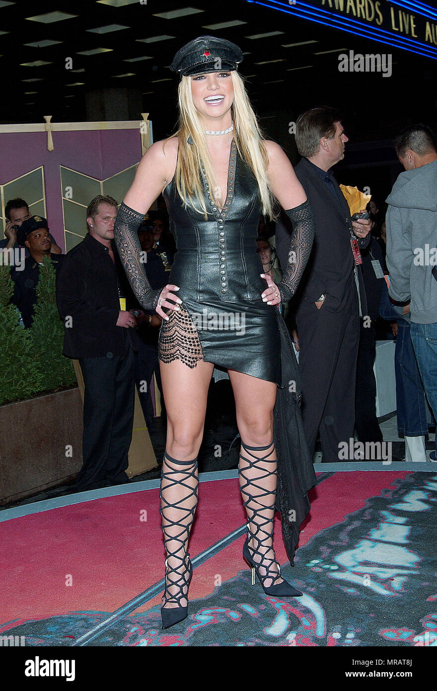 britney-spears-arriving-at-the-2002-mtv-