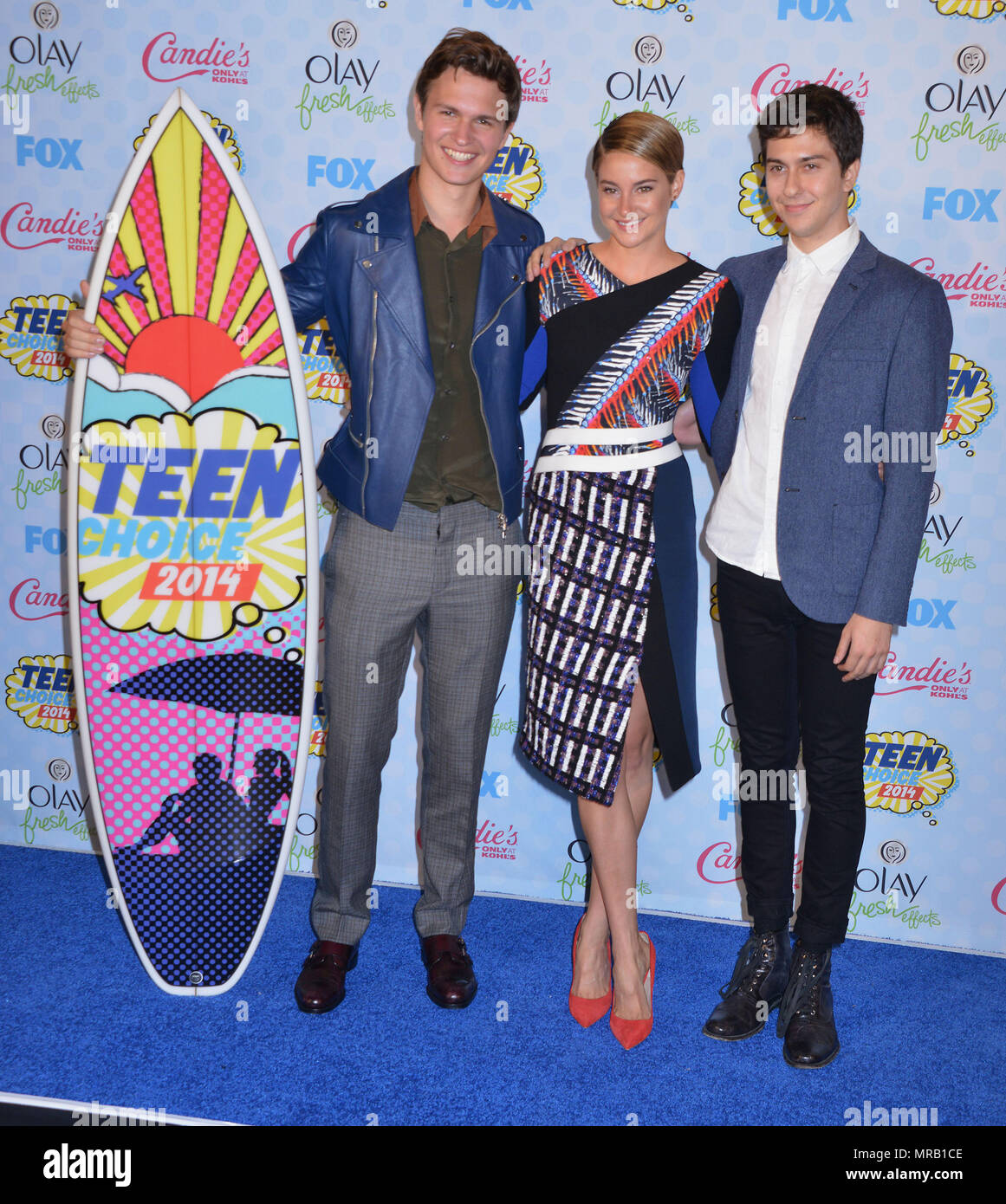 Ansel Elgort, Shailene Woodley, Nat Wolff 281 at Teen Choice Awards 2014 qt the Shrine Auditorium in Los Angeles.Red Carpet Event, Vertical, USA, Film Industry, Celebrities,  Photography, Bestof, Arts Culture and Entertainment, Topix Celebrities fashion , Best of, Event in Hollywood Life - California,  Red Carpet, USA, Film Industry, Celebrities,  movie celebrities, TV celebrities, Music celebrities, Photography,  Arts Culture and Entertainment,   , inquiry tsuni@Gamma-USA.com , vertical, several people,, trophy, back stage - Stock Image