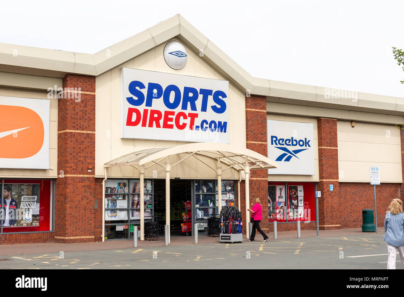 18 May 2018 - Sports Direct store on The Riverside retail park in Warrington, town centre, Cheshire, England, UK - Stock Image