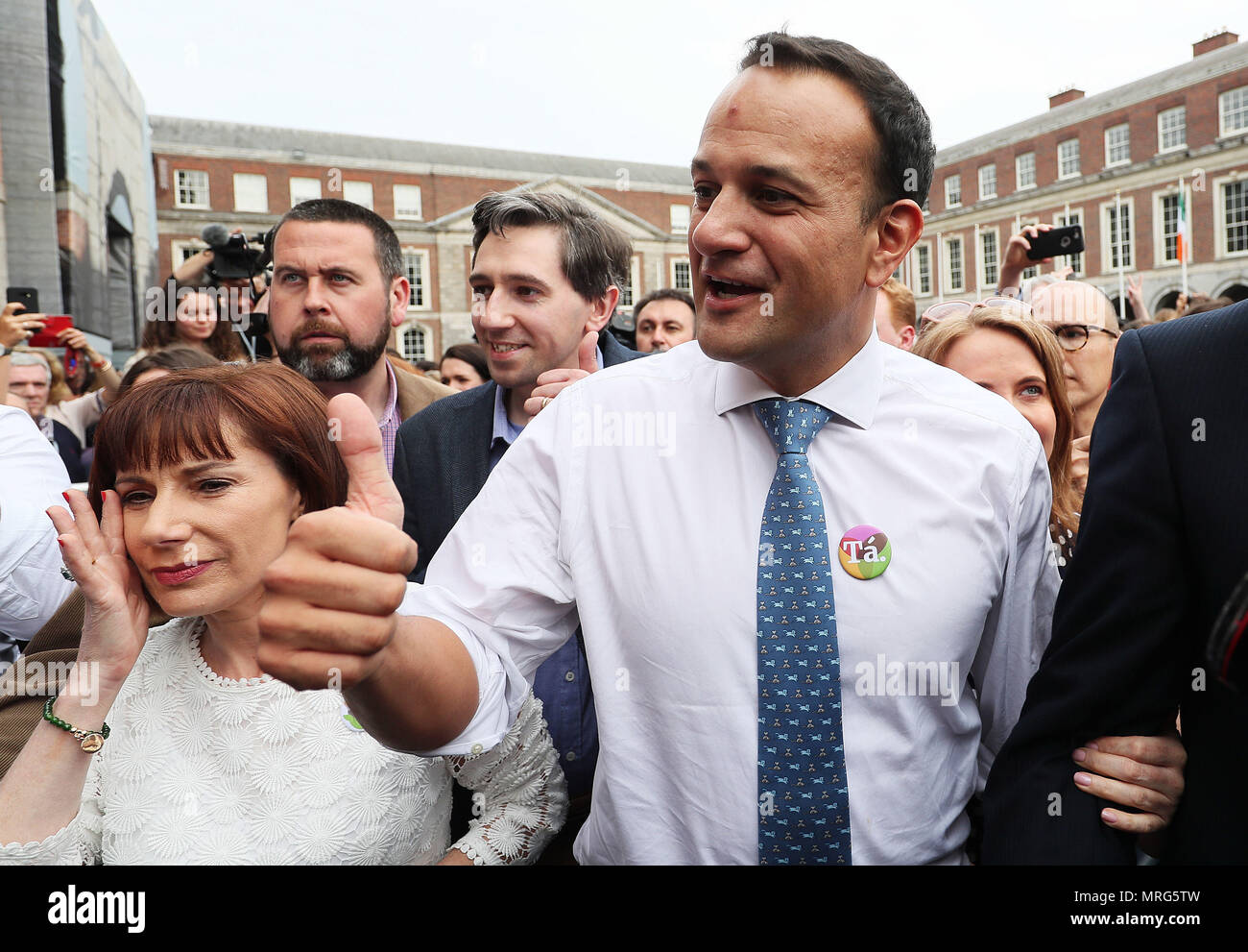 An Taoiseach Leo Varadkar (centre), Minister for Health Simon Harris (second left) and Minister for Culture Josepha Madigan arrive at Dublin Castle for the results of the referendum on the 8th Amendment of the Irish Constitution which prohibits abortions unless a mother's life is in danger. Picture date: Saturday May 26, 2018. See PA story IRISH Abortion. Photo credit should read: Brian Lawless/PA Wire - Stock Image