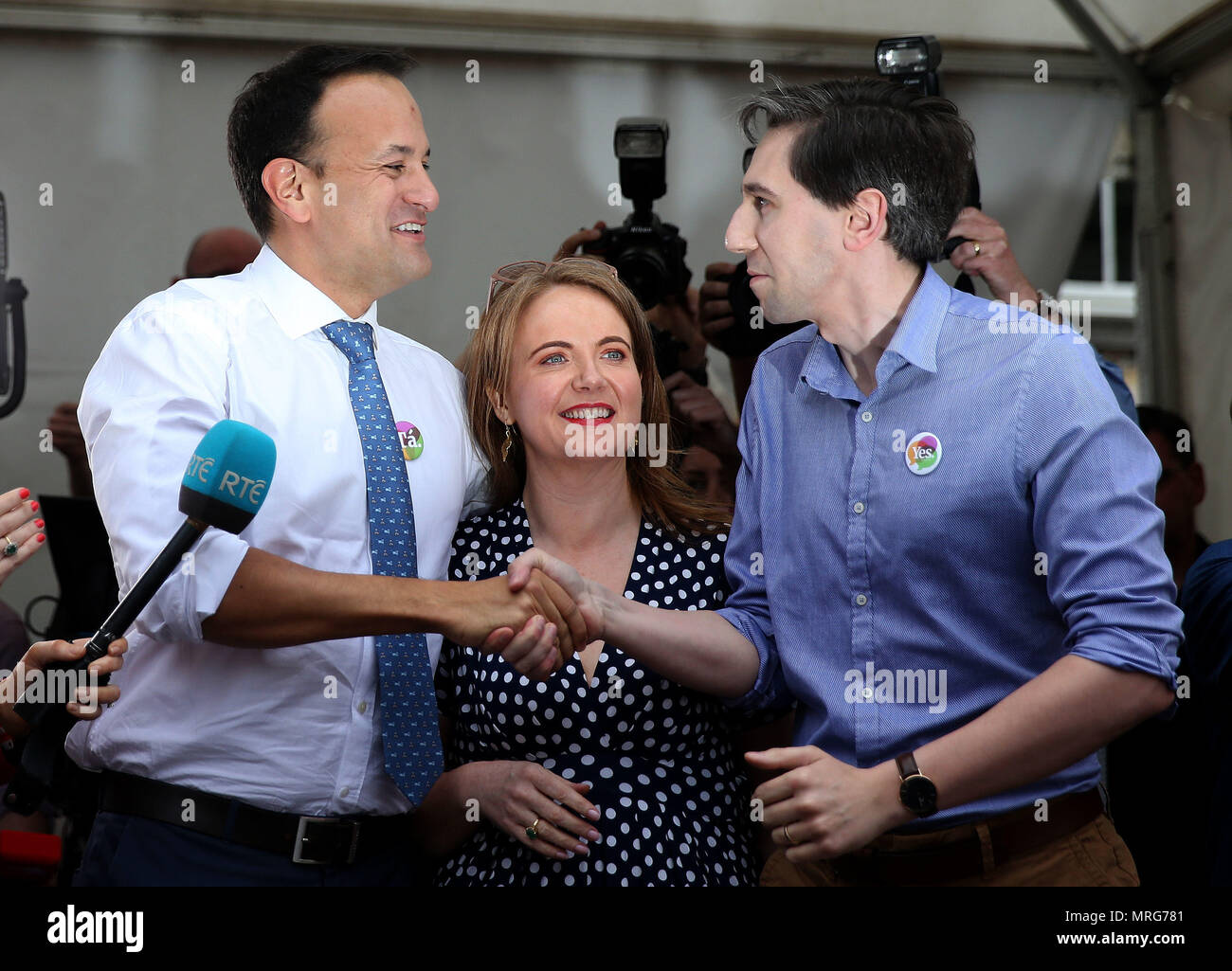 An Taoiseach Leo Varadkar (left), Minister for Health Simon Harris (right) and Senator Catherine Noone at Dublin Castle for the results of the referendum on the 8th Amendment of the Irish Constitution which prohibits abortions unless a mother's life is in danger. Picture date: Saturday May 26, 2018. See PA story IRISH Abortion. Photo credit should read: Brian Lawless/PA Wire - Stock Image