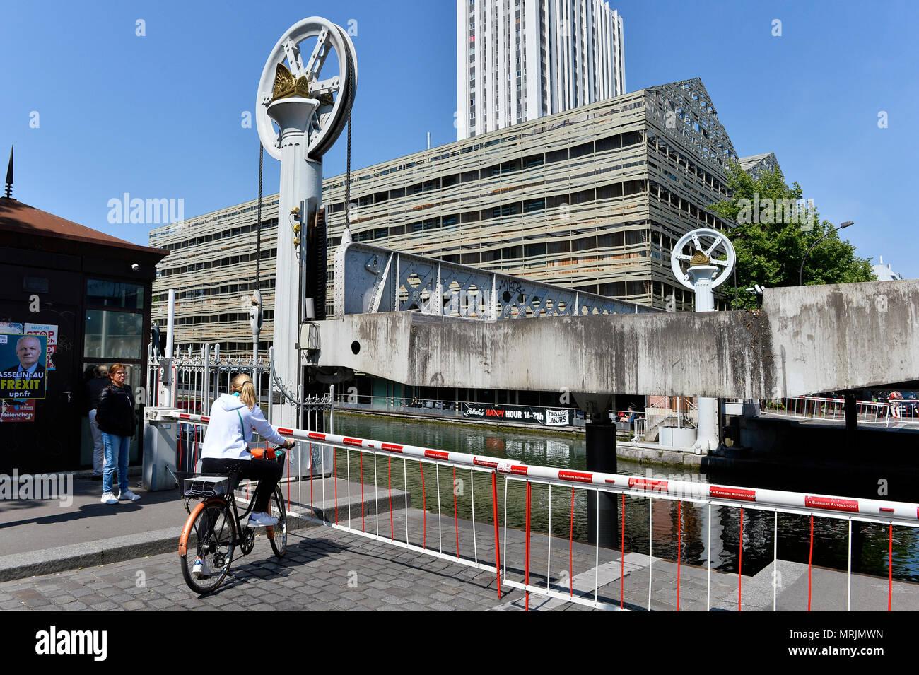 Lift Bridge - Rue de Crimée - Paris - France - Stock Image