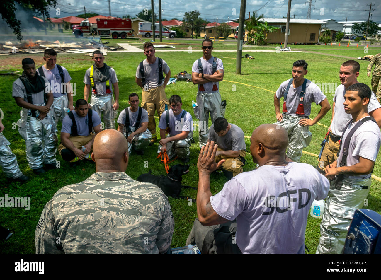 Master Sgt. Corey T. Coleman gives a debrief after the exercise. The 612th Air Base Squadron Fire Department host a public fire training at Soto Cano Air Base, June 16, 2017. (U.S. Air Force photo by Senior Airman Julie Kae/released) Stock Photo