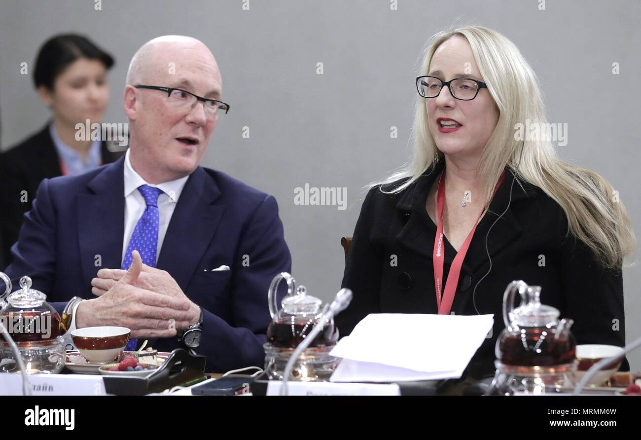 Press Association CEO Clive Marshall, left, and executive editor at Bloomberg Rosalind Mathieson, right, during a meeting with Russian President Vladimir Putin on the sidelines of the 22nd St Petersburg International Economic Forum May 25, 2018 in St. Petersburg, Russia.    (Russian Presidency via Planetpix) - Stock Image