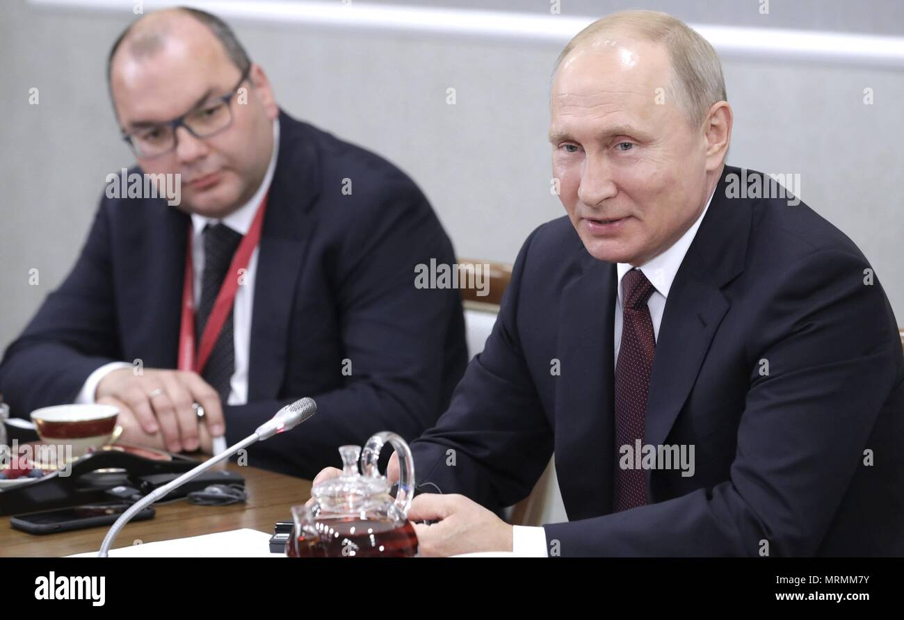 Russian President Vladimir Putin, right, and TASS Director General Sergei Mikhailov, left, during a meeting with international news agencies on the sidelines of the 22nd St Petersburg International Economic Forum May 25, 2018 in St. Petersburg, Russia.    (Russian Presidency via Planetpix) - Stock Image