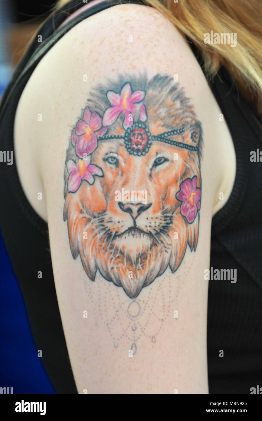 London Uk 26th May 2018 A Woman With An Arm Tattoo Of A Lion At