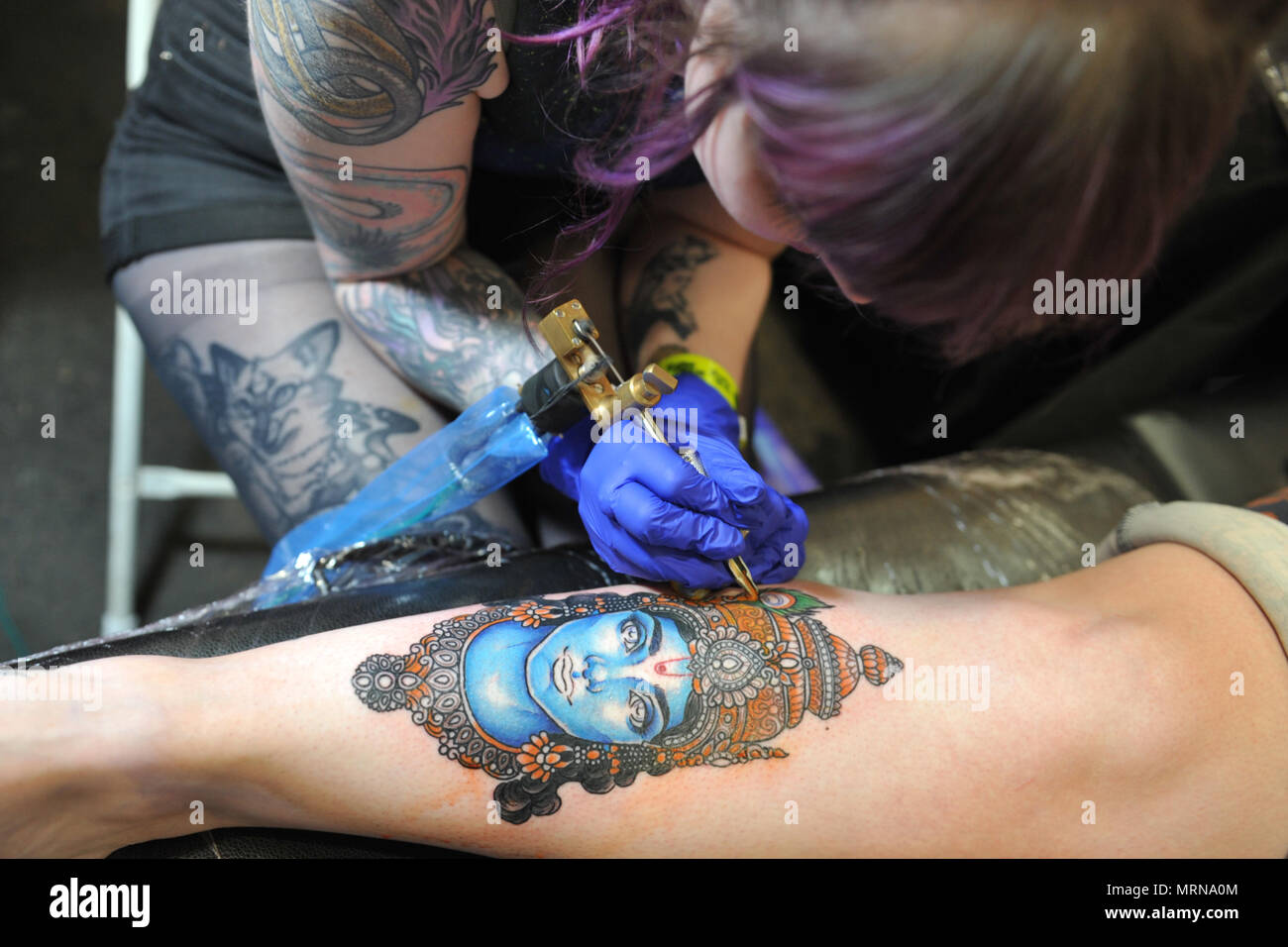 wide varieties super popular 100% high quality London, UK. 26th May, 2018. A tattooist at work at the 5th ...