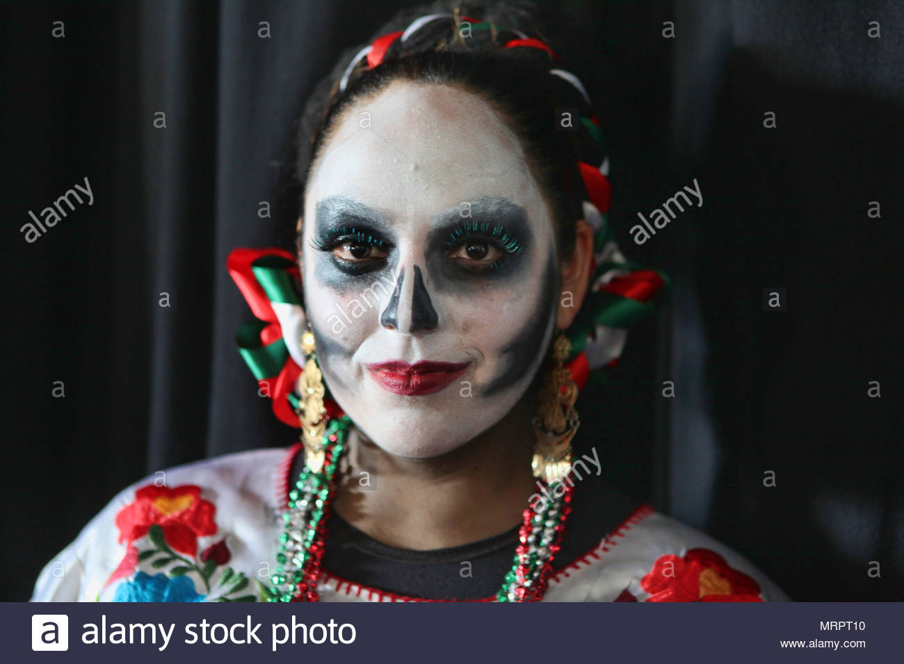 A woman dressed in skeleton make-up on the Day of the Dead (Dia de los Muertos), a traditional Mexican holiday which coincides with All Souls Day in t - Stock Image