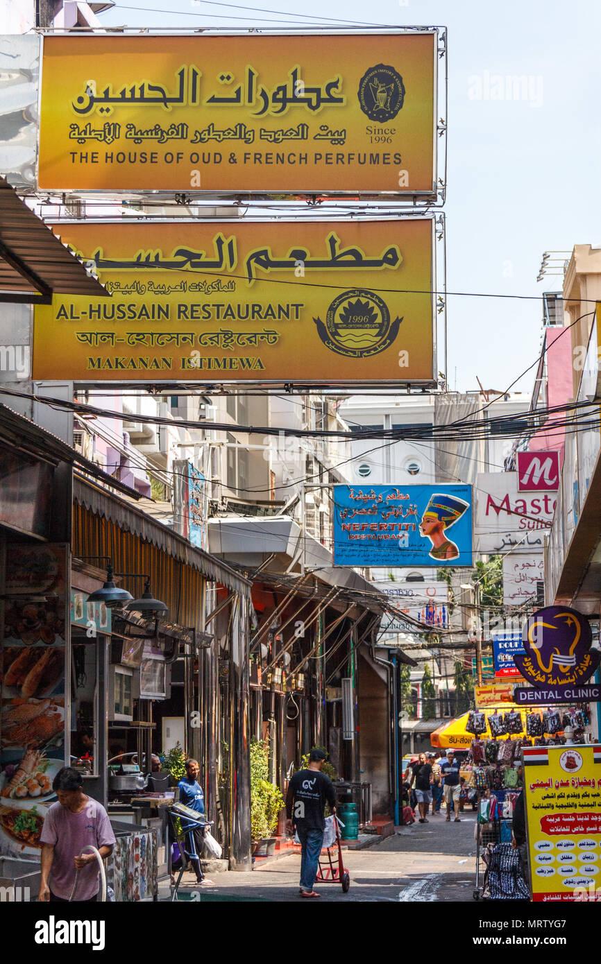 Bangkok Thailand 25th March 2017 Signs In Arabic On Sukhumvit