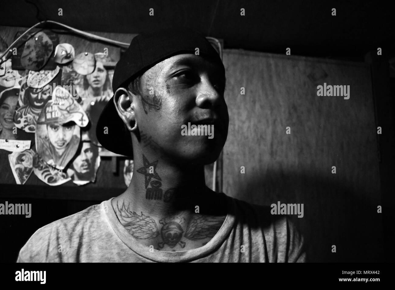571a2acfe Bud`s Tattoo Studio, Sabang Beach, Black Moon Bar, Baler, Philippines