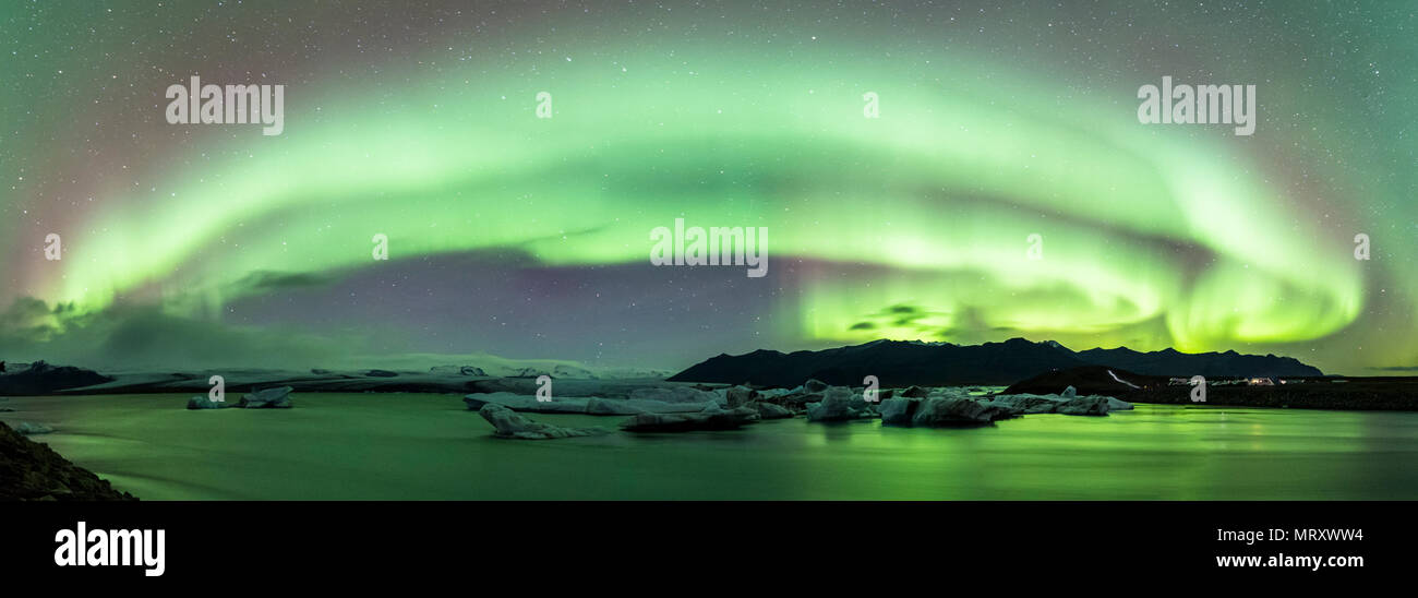 Jokulsarlon, Eastern Iceland, Iceland, Northern Europe. Northern lights over the glacier lagoon - Stock Image