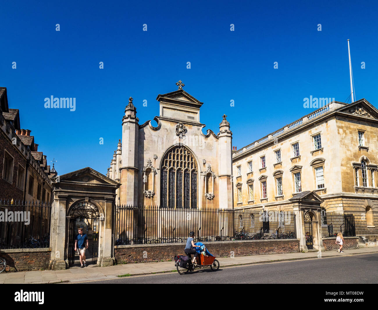 Peterhouse College, Cambridge University, Trumpington Road. Cyclists pass the college entrance and chapel. Peterhouse was founded in 1284. - Stock Image