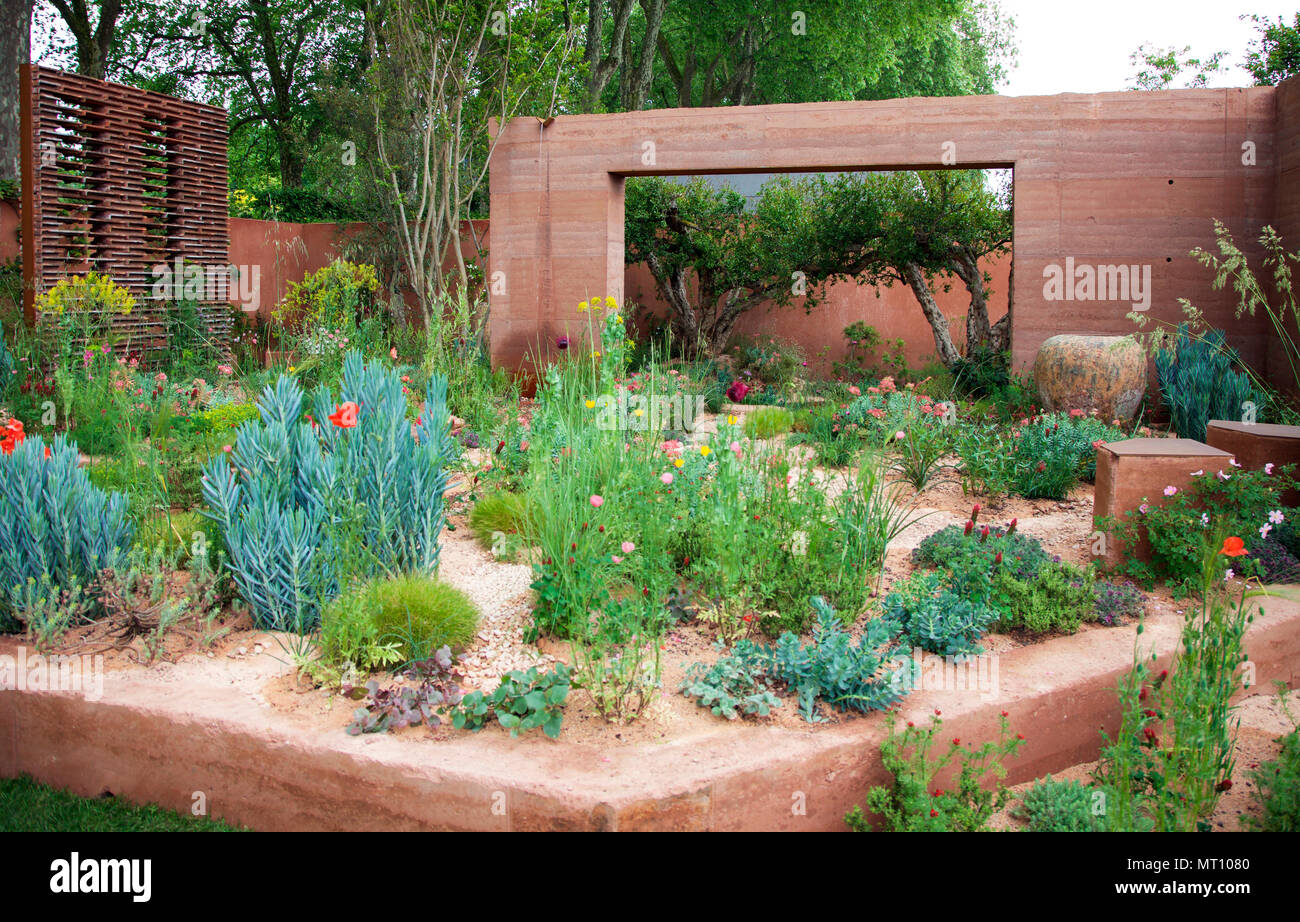 the m&g garden by sarah price, rhs chelsea flower show 2018 stock