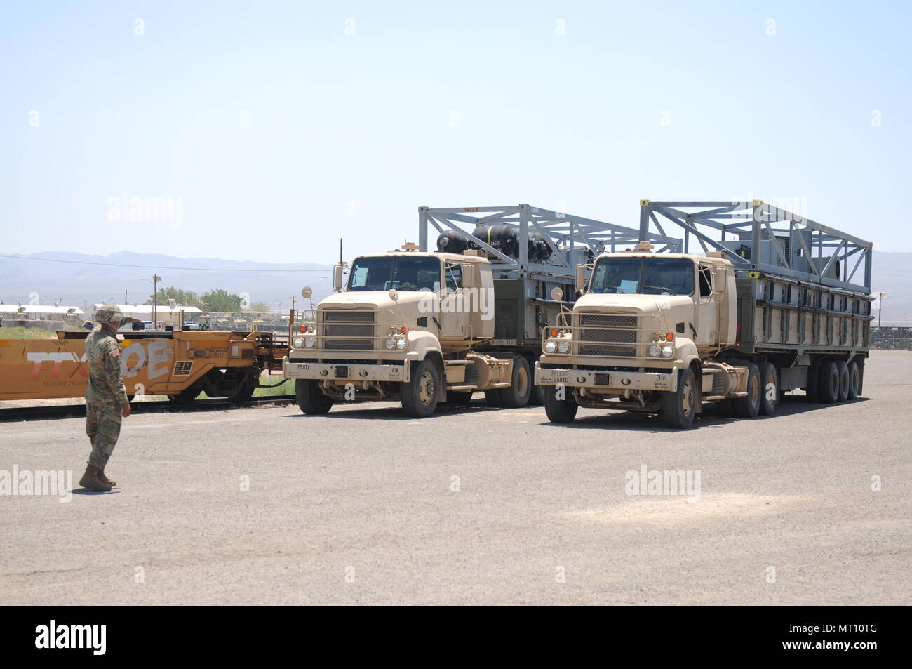 The 250th TC prepares to convoy and transport sections of the MCS for Yermo, Calif., to the Port of San Diego during Big LOTS West 17. - Stock Image
