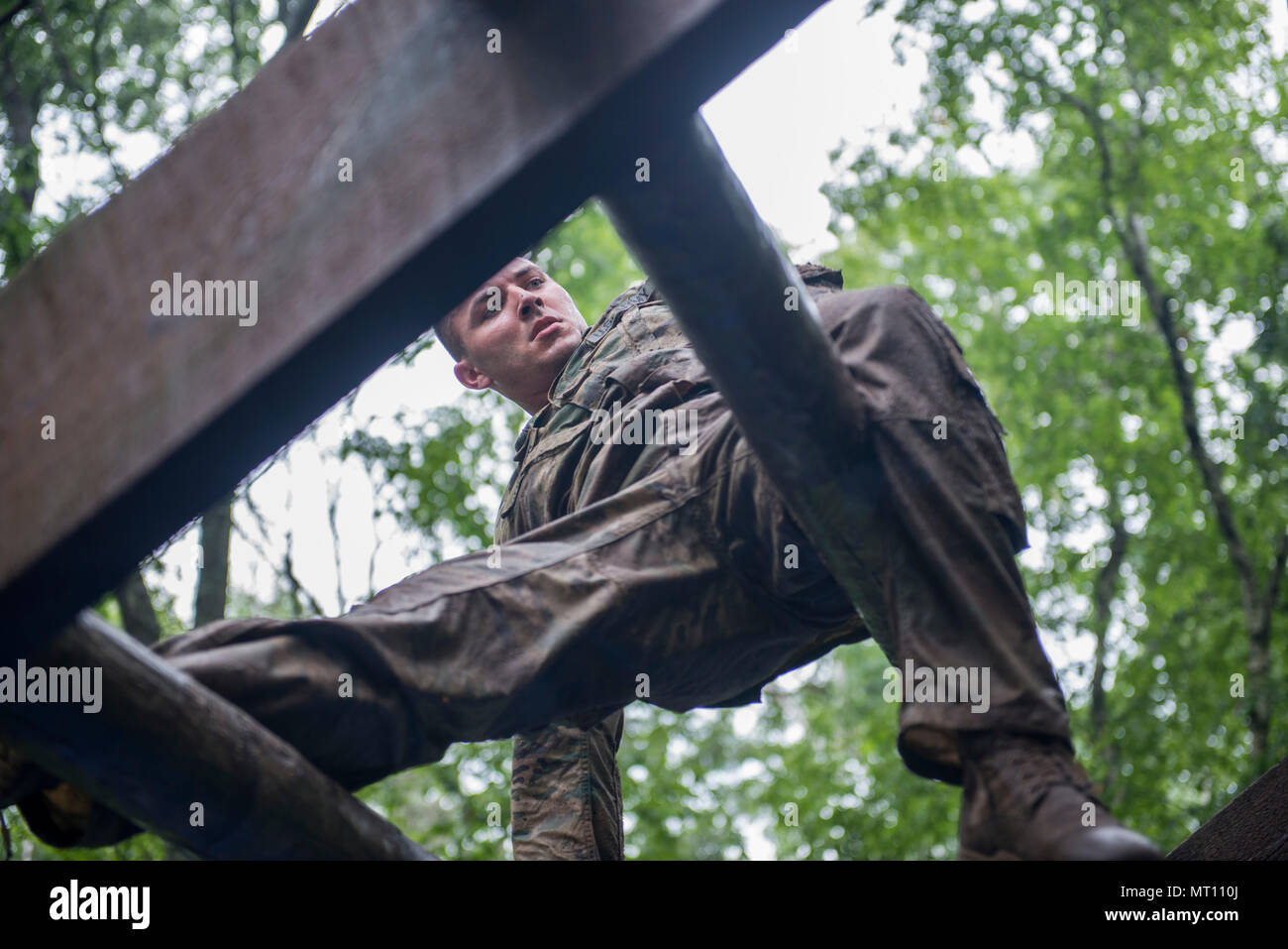 Spc Wacey Connor A Healthcare Specialist With HHB 2 142nd Fires Brigade Arkansas National Guard Makes His Way Across The Weaver Obstacle On