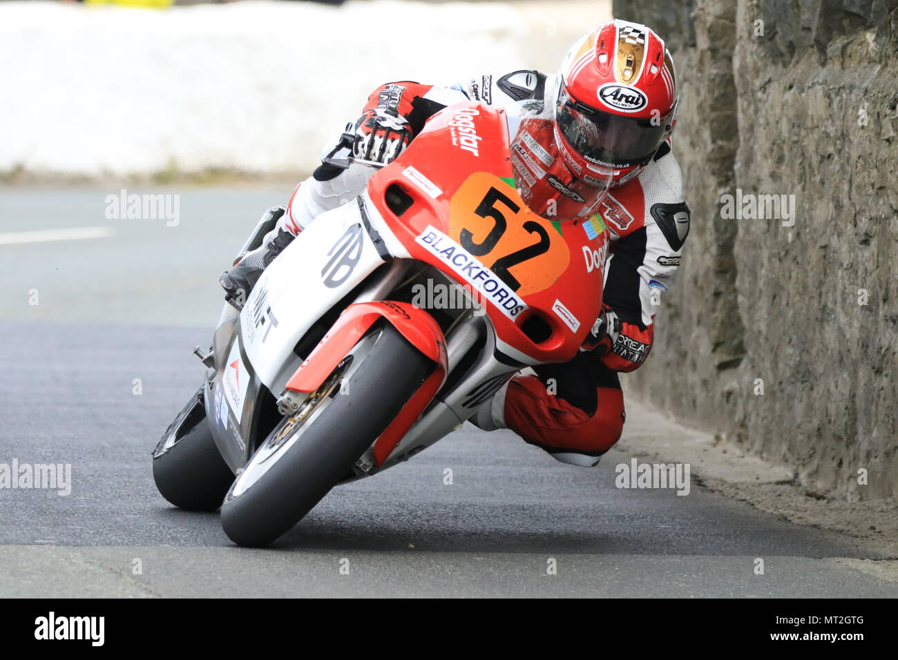 southern 100 pre tt classic james cowton at church bends on his way to winning the Geoff duke junior superbike post classic race on may 27 - Stock Image