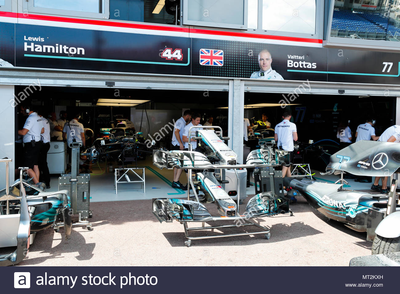 F1 pit crew stock photos f1 pit crew stock images alamy for Garage mercedes monaco