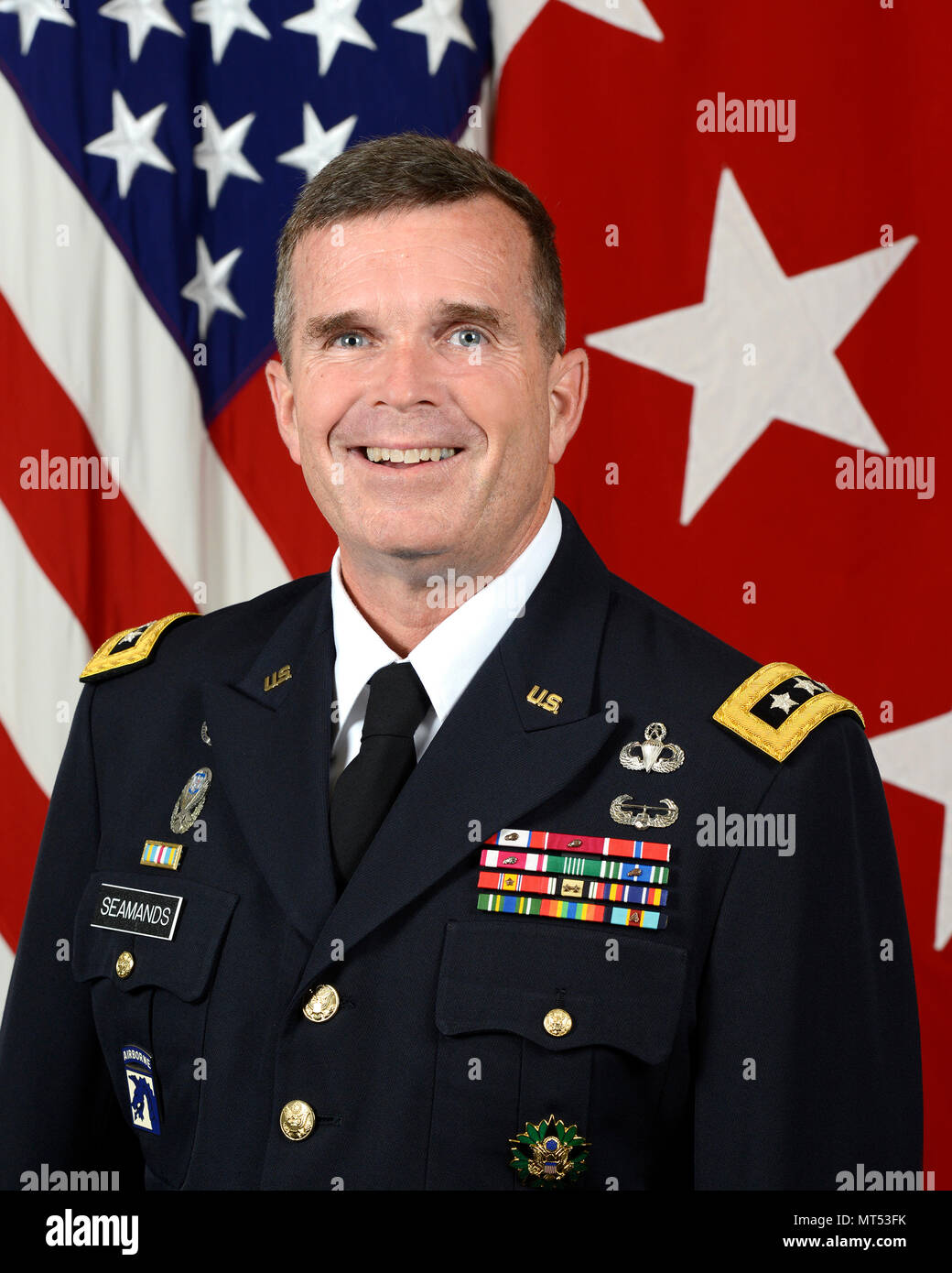 U.S. Army Lt. Gen. Thomas C. Seamands, Chief of Army Human Resources Command, (G1), poses for a command portrait in the Army portrait studio at the Pentagon in Arlington, VA, July 7, 2017.  (U.S. Army photo by Monica King/Released) - Stock Image