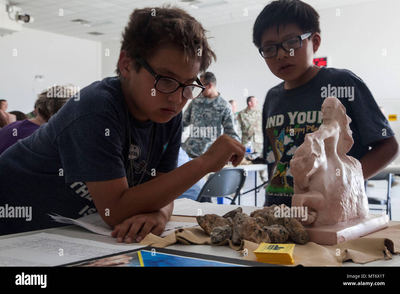 Two children look at a Crazy Horse exhibit as the South Dakota National Guard concludes its annual Golden Coyote training exercise with a Native American Cultural Day in Rapid City, S.D., June 15, 2017. The event gave service members from 14 states and two foreign nations attending the two-week exercise the opportunity to see a variety of exhibits and demonstrations on Native American culture. - Stock Image