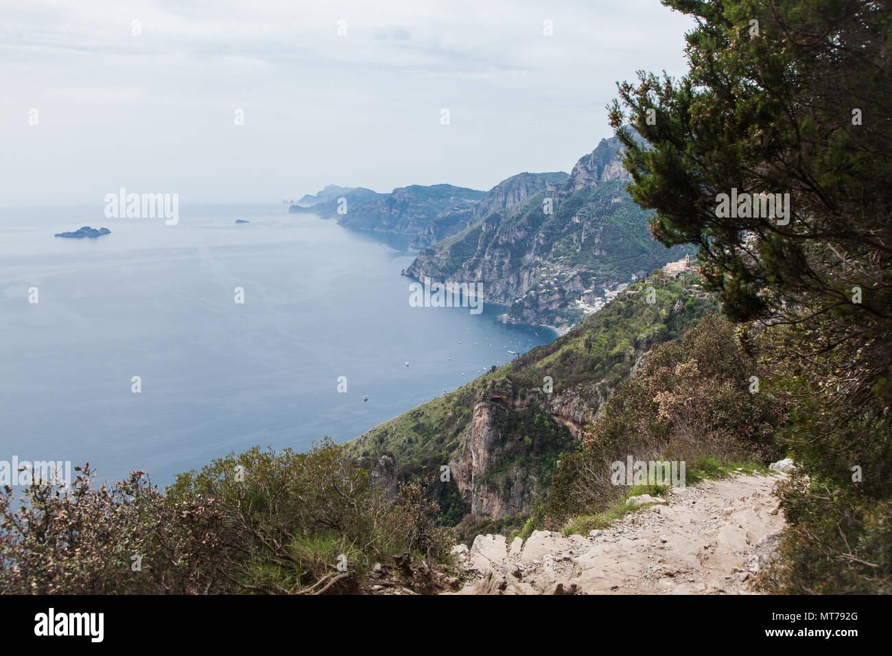 Wandern auf dem Weg der Götter an der Amalfiküste mit Blick auf Positano, hiking on the path of gods Amalficoast - Stock Image