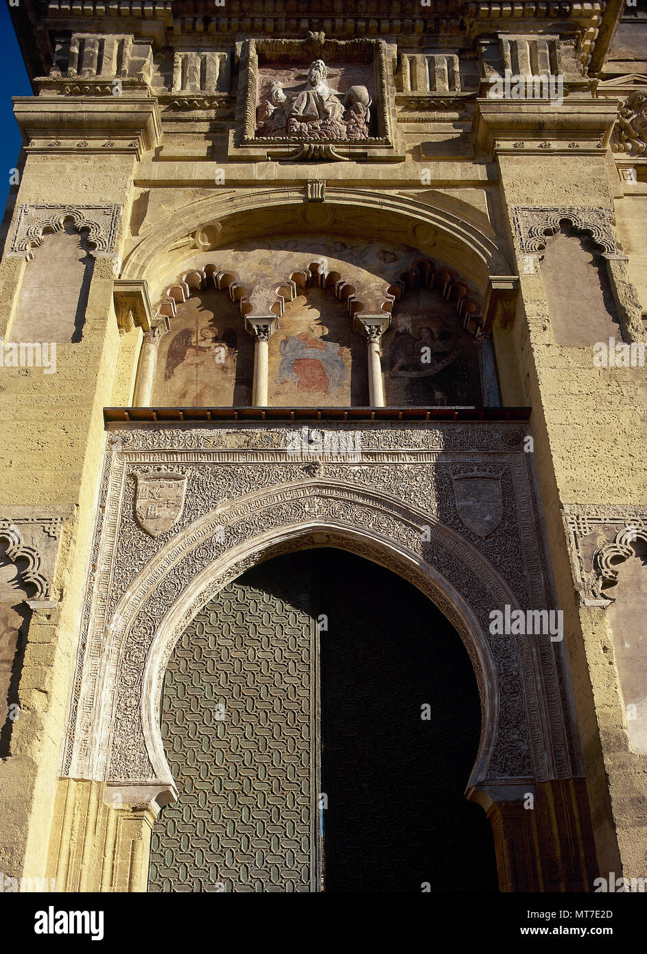 Cordoba, Andalusia, Spain. Great Mosque of Cordoba. Abd al-Rahman I ordered its construction in 784, with subsequent extensions. North facade, along calle Cardenal Herrero. Door of Pardon or Door of Forgiveness, built in the 10th century and modified in 1377 in Mudejar style. - Stock Image