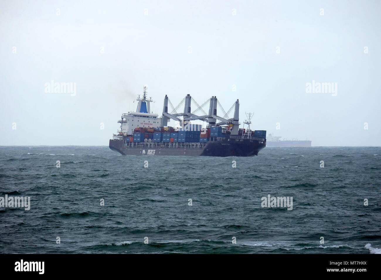Navio entrando no Porto de Leixões em dia de mar com alerta amarelo em que o piloto não pôde entrar a bordo. Stock Photo