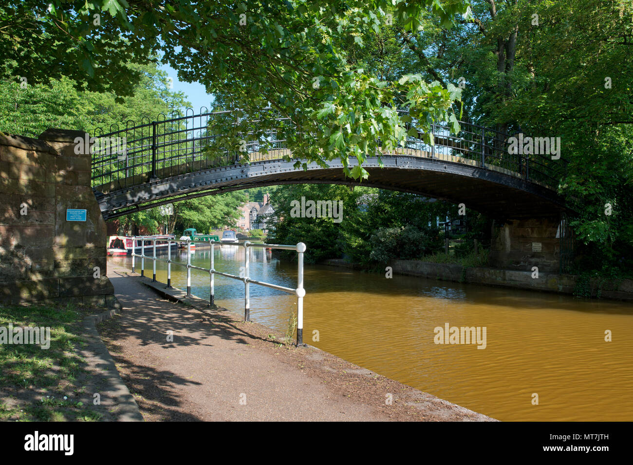A footbridge across the Bridgewater Canal in Worsley, Salford, Greater Manchester, UK. - Stock Image