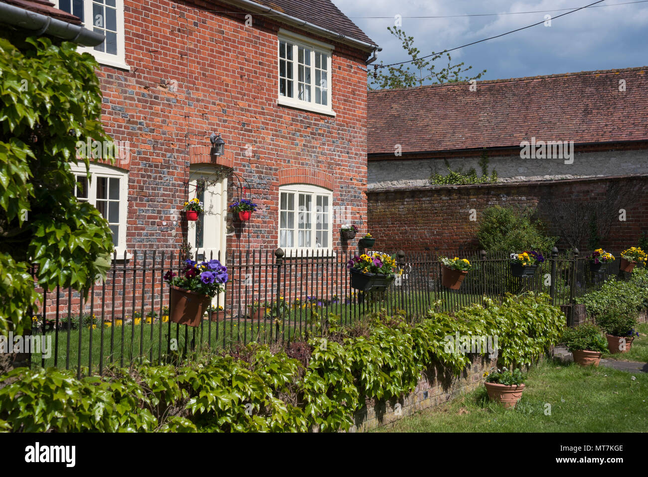 Cottage on Castle Road, Shirburn, Oxfordshire - Stock Image