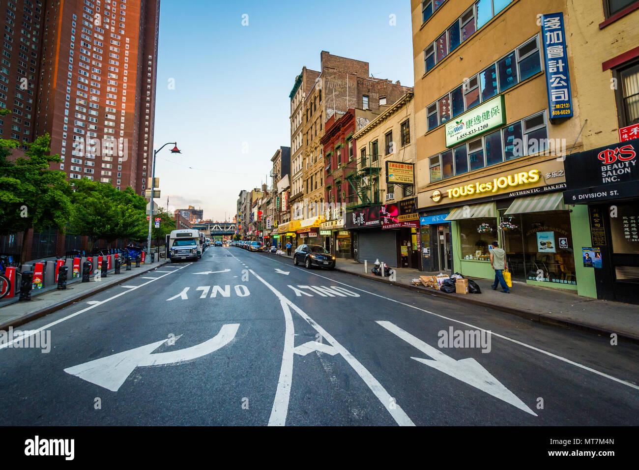 Divison Street, in Chinatown, Manhattan, New York City - Stock Image