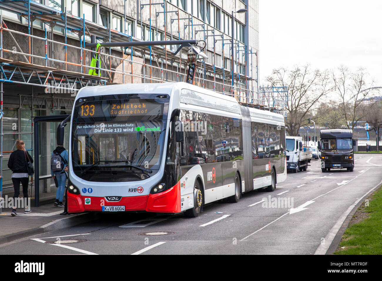 electric bus of the line 133 at a charging station at Breslauer Platz, Cologne, Germany.  Elektrobus der Linie 133 an einer Ladestation am Breslauer P Stock Photo