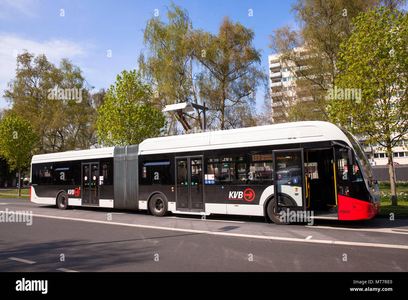 electric bus of the line 133 at a charging station at Hoeninger Platz, Cologne, Germany.  Elektrobus der Linie 133 an einer Ladestation am Hoeninger P Stock Photo