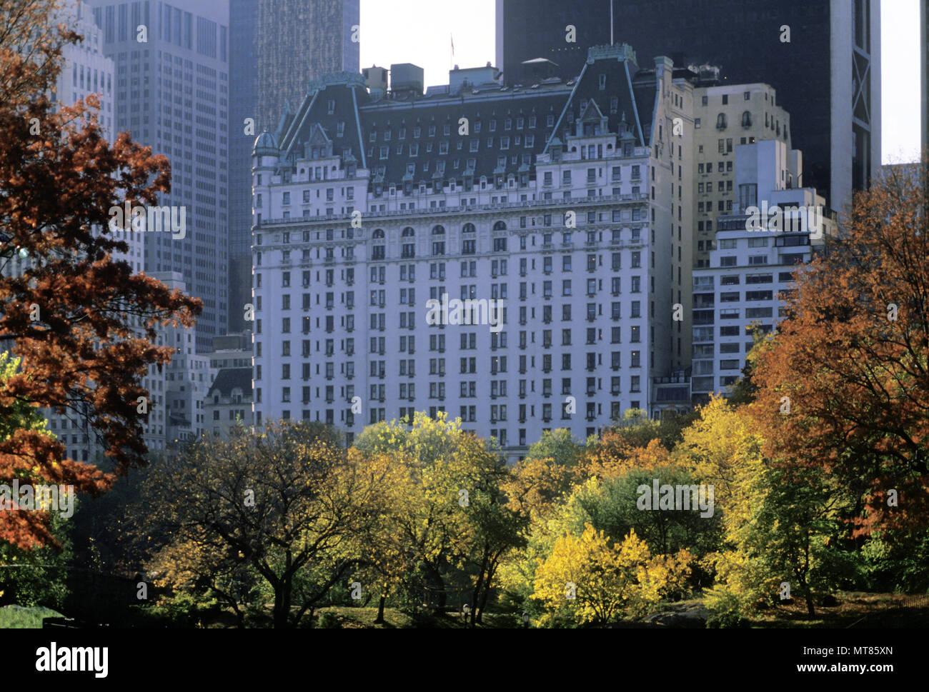 1988 HISTORICAL FALL FOLIAGE PLAZA HOTEL CENTRAL PARK SOUTH MANHATTAN NEW YORK CITY USA - Stock Image