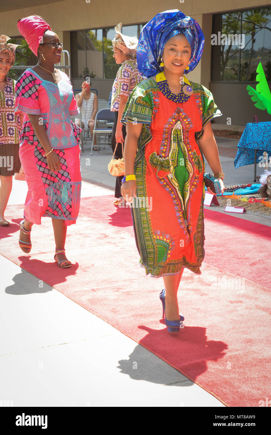 170726-N-NH199-181 SAN DIEGO (July 26, 2017) Chief Hospital Corpsman Nastarsha Brown models a traditional African outfit at the Multicultural Event in the Naval Medical Center San Diego courtyard, July 26. The multicultural event was held by the Diversity Committee to celebrate how different cultures make the NMCSD team stronger. (U.S. Navy photo by Mass Communication Specialist Harley K. Sarmiento/Released) - Stock Image