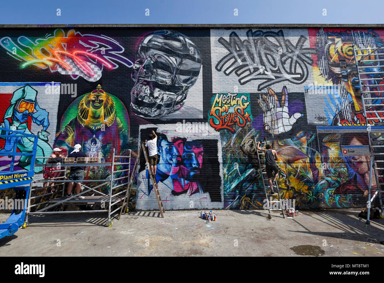 London uk 28 may 2018 street artists l to r jim vision core246 and samer at work at meeting of styles near brick lane in east london