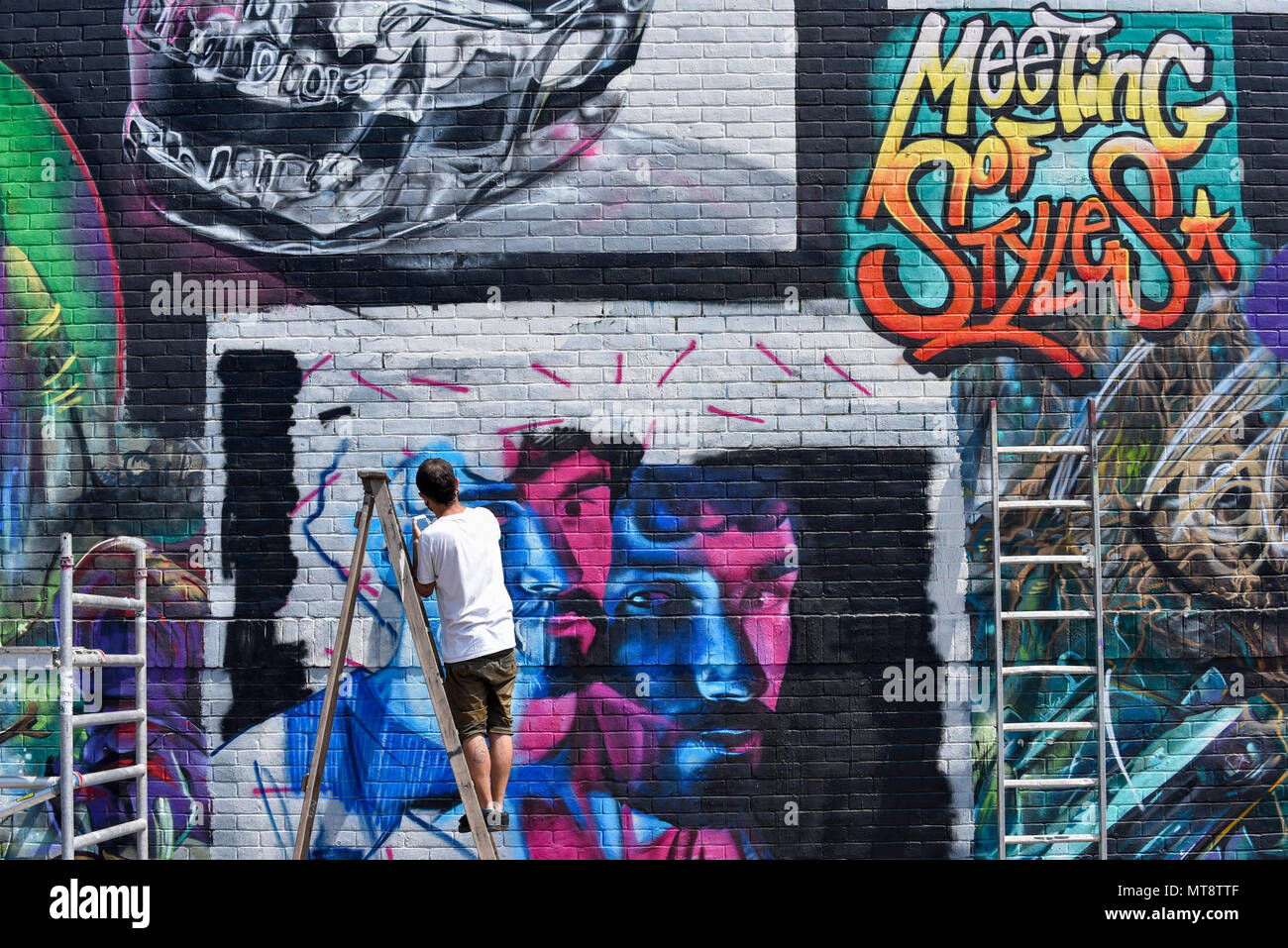 28 may 2018 core246 a street artist at work