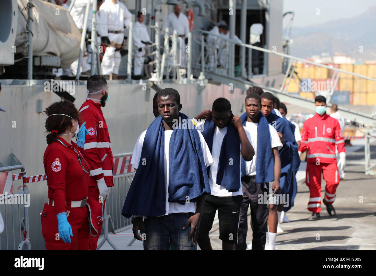 Palermo, the stages of disembarkation of 600 migrants at the port of Palermo from the Spanish ship Numancia. 28/05/2018, Palermo, Italy - Stock Image