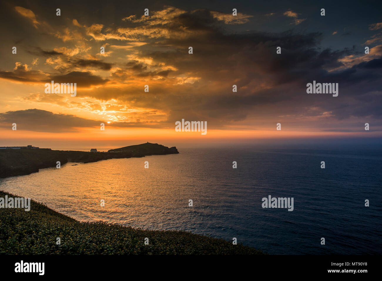 Newquay, Cornwall, UK. 28th May, 2018. UK Weather. A glorious sunset over Towan Headland to end a day of wonderful summer weather for Newquay, Cornwall. Gordon Scammell/Alamy Live News - Stock Image