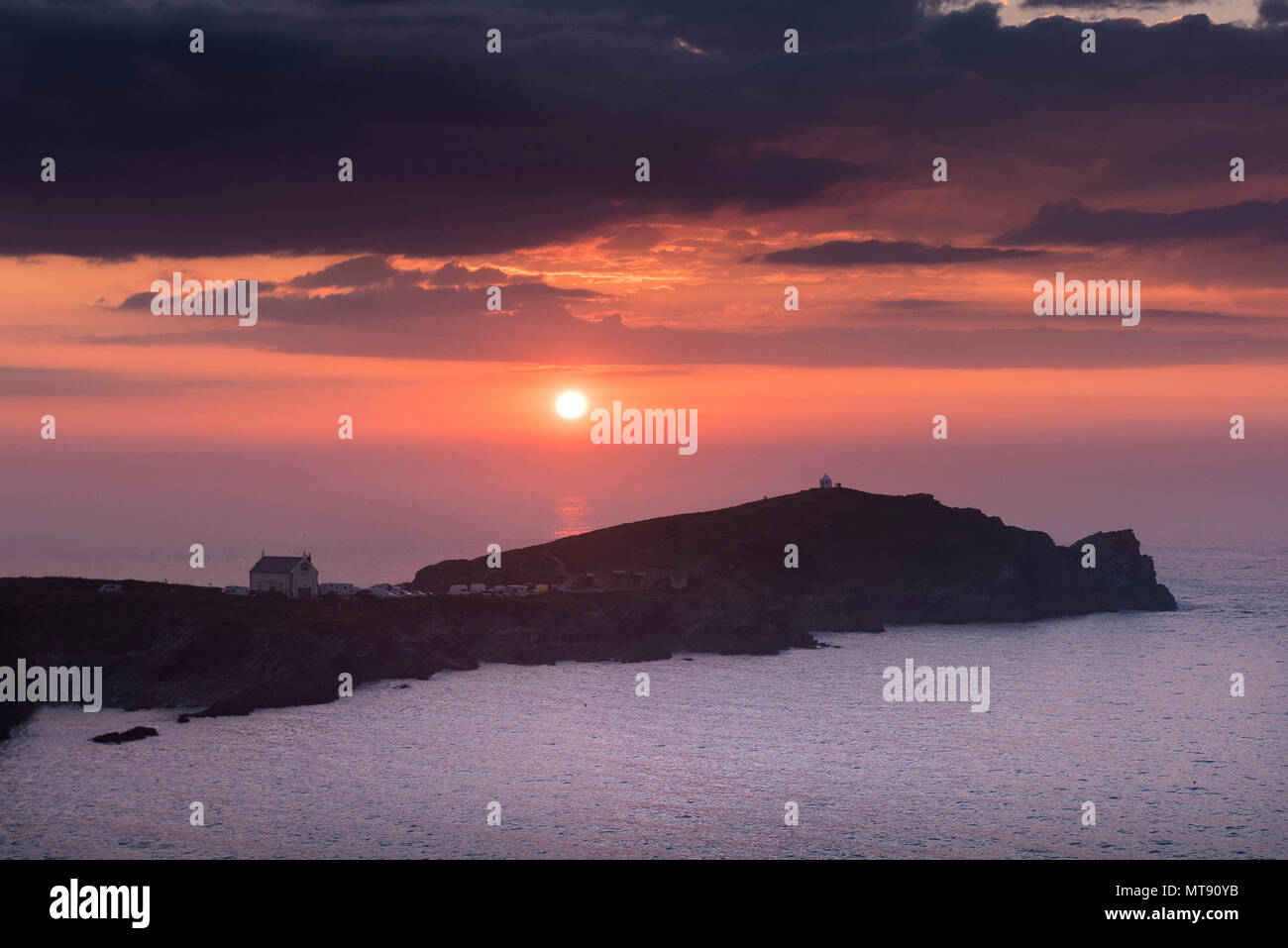 Newquay, Cornwall, UK. 28th May, 2018. UK Weather. A glorious sunset over Towan Head to end a day of wonderful summer weather for Newquay, Cornwall. Gordon Scammell/Alamy Live News - Stock Image