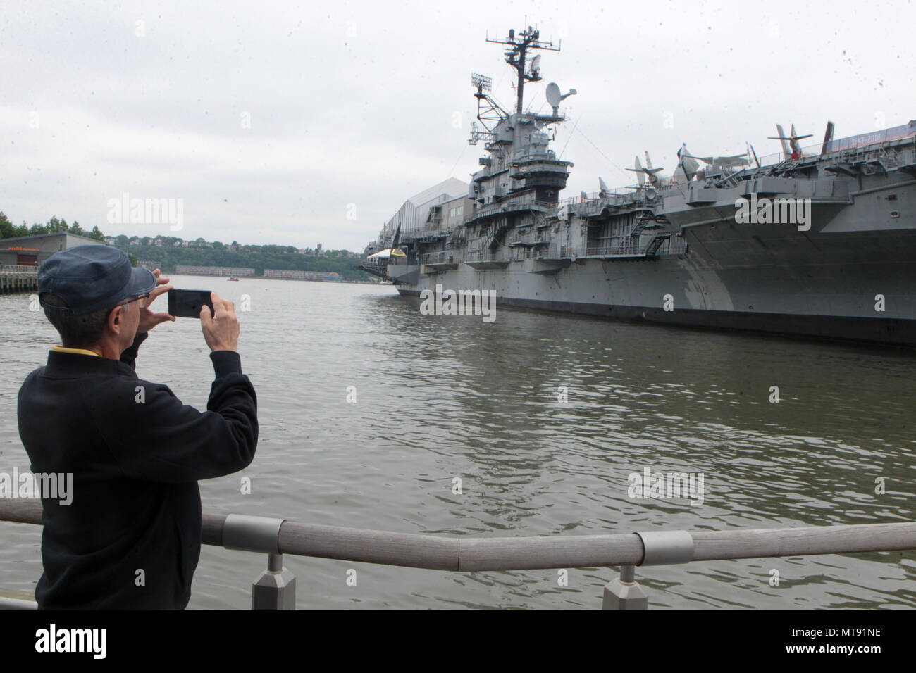 New York, NY, USA. 28th May, 2018. Atmosphere during the 2018 Memorial Day Ceremony held aboard the U.S.S Intrepid Sea, Air, Space Museum Complex on May 28, 2018 in New York City. Credit: Mpi43/Media Punch/Alamy Live News - Stock Image