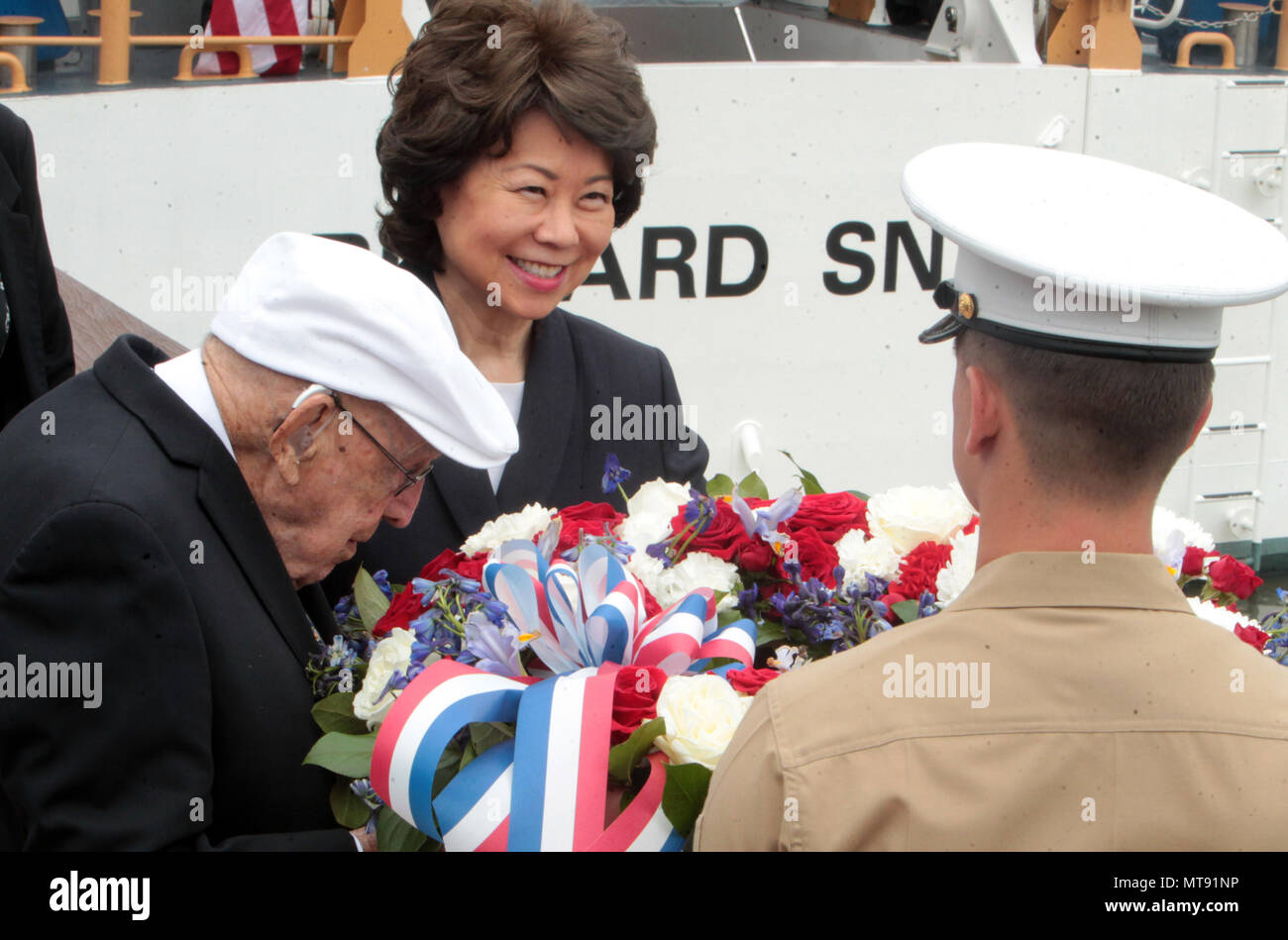 New York, NY, USA. 28th May, 2018. Elaine Lan Chao, United States Secretary of Transportation lays a weave to commemorate Memorial Day during the 2018 Memorial Day Ceremony held aboard the U.S.S Intrepid Sea, Air, Space Museum Complex on May 28, 2018 in New York City. Credit: Mpi43/Media Punch/Alamy Live News - Stock Image